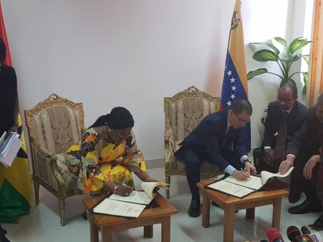 Ghana, Venezuela