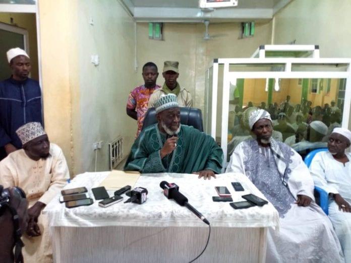 Sheikh Basha Idris saying the prayers