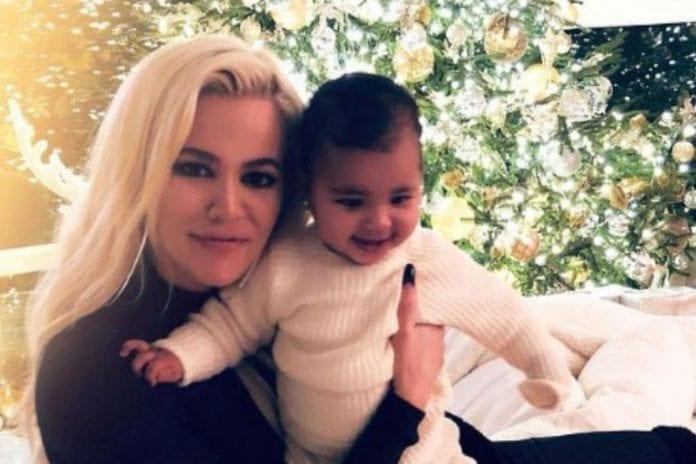 Khloe Kardashian and her daughter True (c) Instagram
