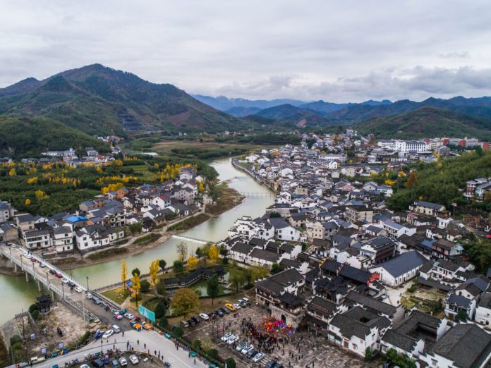 Aerial photo taken on Nov. 19, 2018 shows the new look of the ancient town of Heqiao in Hangzhou, capital of east China's Zhejiang Province. (Xinhua/Xu Yu)