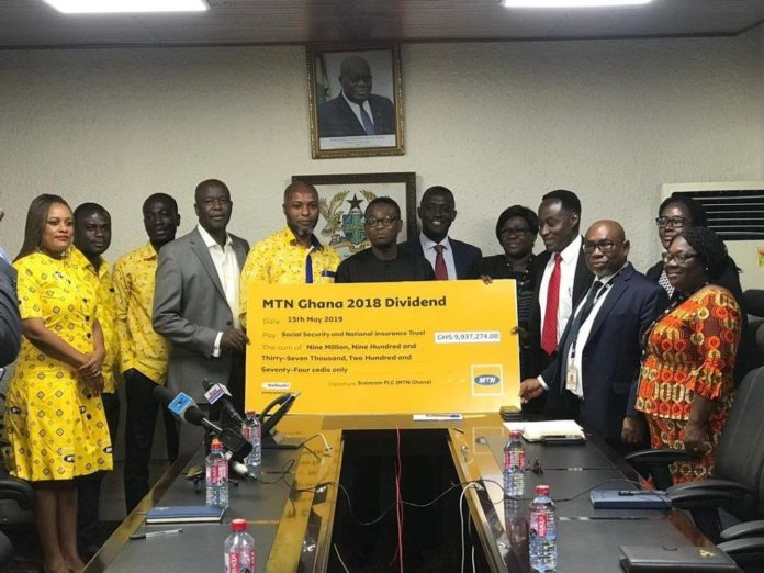 Chief Finance Officer Of Mtn Modukpe Kadri Presents Cheque To Ddg In Charge Of Finance Admin At Snnit Mr Michael Adotey Addo