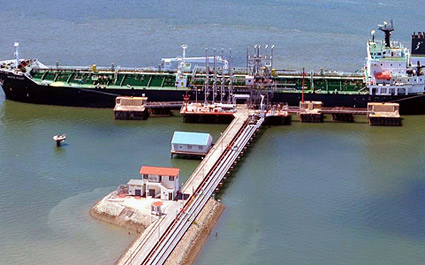 An oil tanker off-loading crude oil at the KPA's Kipevu oil terminal in Mombasa. FILE PHOTO   NATION MEDIA GROUP