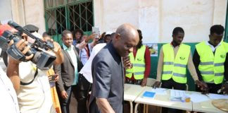 The incumbent president of Guinea-Bissau Jose Mario Vaz votes at a polling station near the presidential palace in Bissau, Guinea-Bissau, Dec. 29, 2019. Guinea-Bissau's presidential election runoff kicked off here on Sunday between two former prime ministers, Domingos Simoes Pereira and Umaro Sissoco Embalo. (Xinhua/Xing Jianqiao)